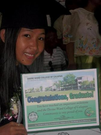 Joy met haar diploma