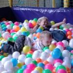Matthijs en Jesse in de ballenbak | Familie Pijper